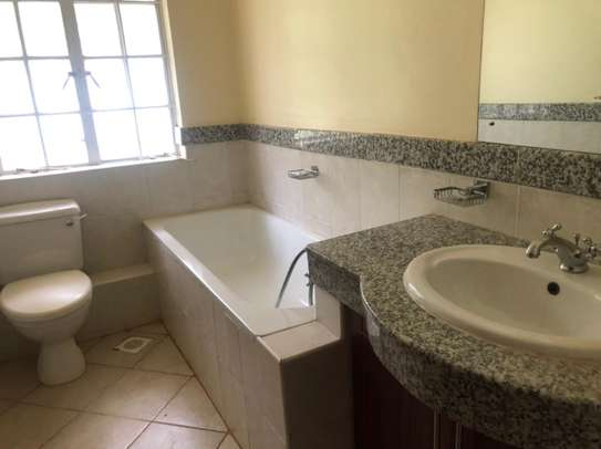 5 bedroom townhouse for rent in Rosslyn image 6