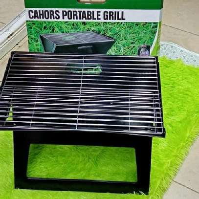 Portable barbeque charcoal grill image 3