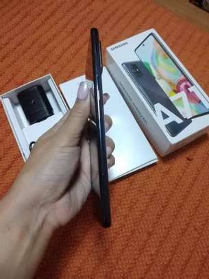 Samsung Galaxy A71 image 3