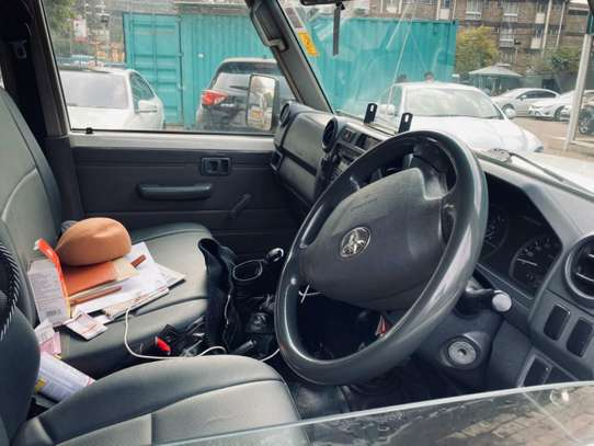 Toyota Land Cruiser image 5