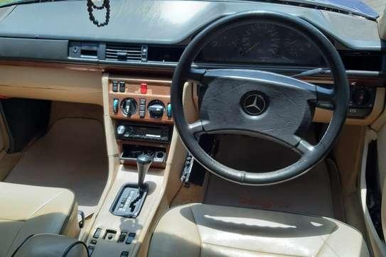 Mercedes-Benz 260 E image 1