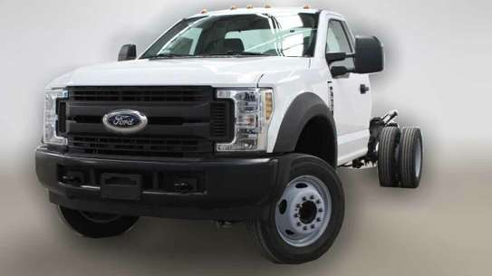 Ford F-450 image 2