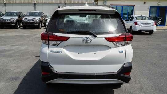Toyota Rush image 12
