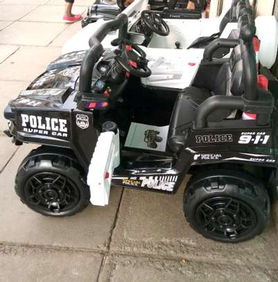 Battery operated police car 30.0 tc image 3