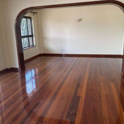 Smart and clean 3 bedroom apartment all ensuite image 11