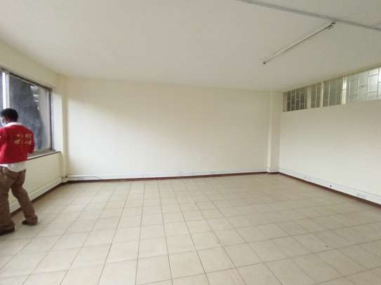 400 ft² commercial property for rent in Westlands Area image 2