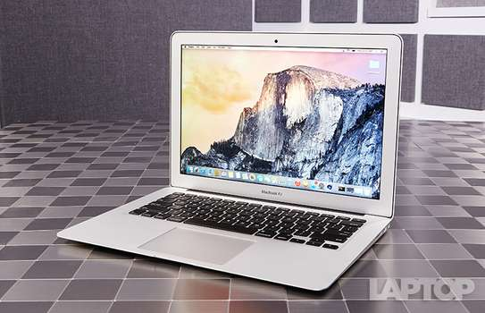 2015 Macbook Air image 1