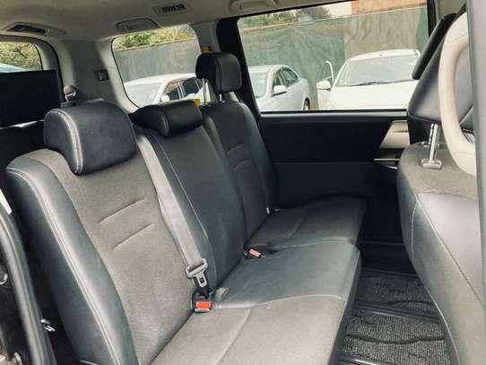 Toyota Voxy image 6