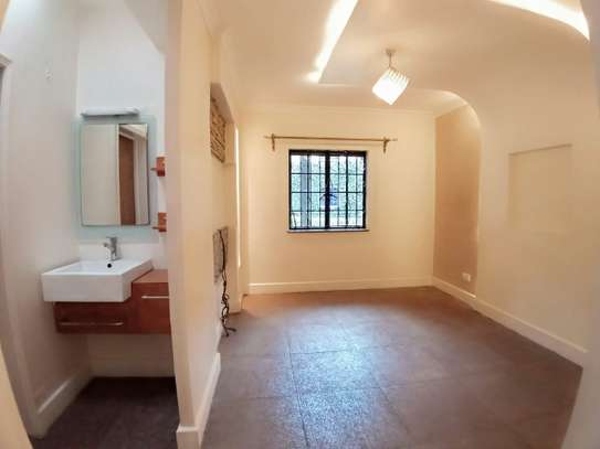 4 bedroom townhouse for rent in Lavington image 11