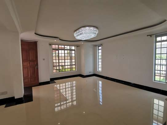 AN EXECUTIVE 5 BEDROOMS TOWNHOUSE WITH DSQ image 15