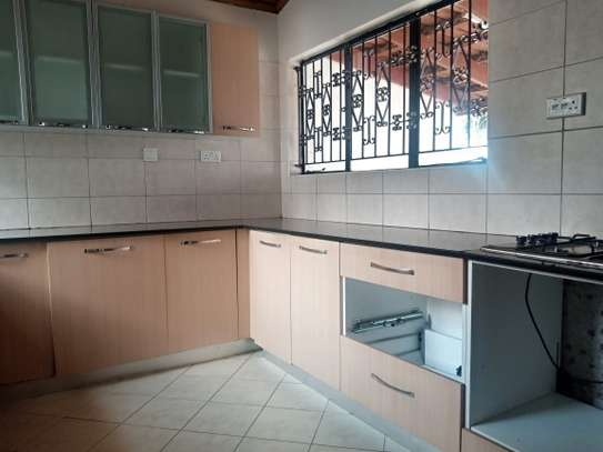 4 bedroom townhouse for rent in Kilimani image 10