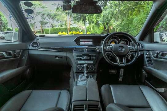 Mercedes-Benz C200 image 10
