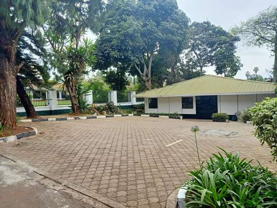 commercial property for rent in Gigiri image 12