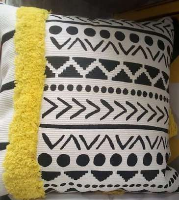 throw pillows knitted yellow image 1