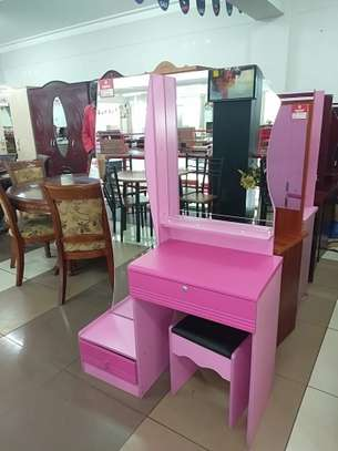 Dressing table. image 1