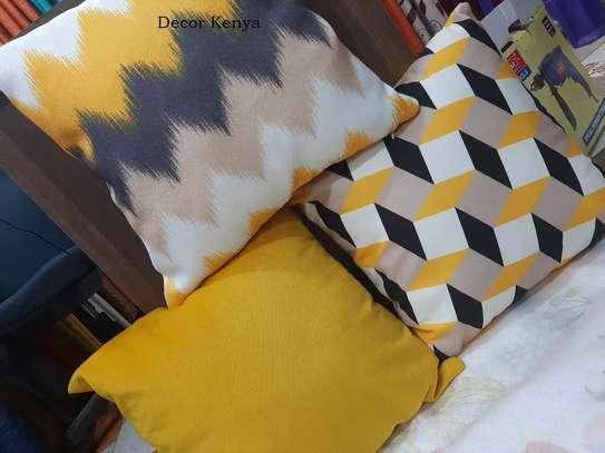 Throw pillows image 7