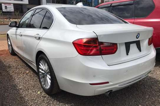 BMW 320i Exclusive Automatic image 8