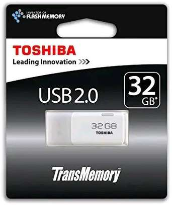 Original Toshiba 2.0 USB 32 GB Memory Stick image 1