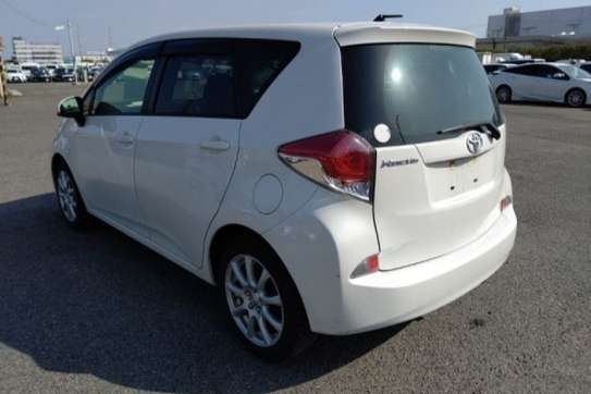 Toyota Ractis image 4