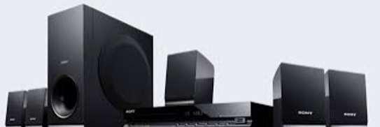 Sony dav-tz140 5.1 chanel 300w dvd home theater black image 1