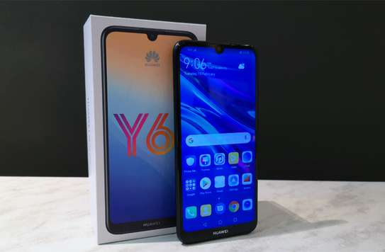 """Key Features Screen Size: 5.7"""" IPS LCD capacitive touchscreen OS: Android 9.0 (Pie); EMUI 9 Storage: 2GB RAM + 32GB ROM Rear camera: 13 MP+ 5 MP front camera 3020 mAh battery"""