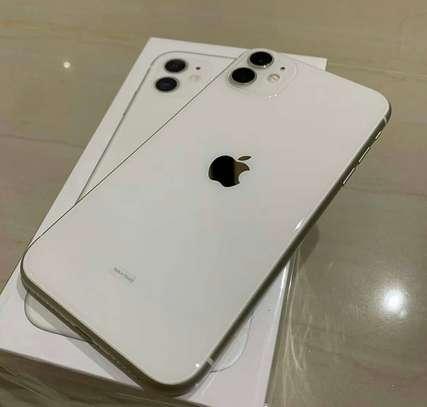 Iphone 11 *256gb* image 1