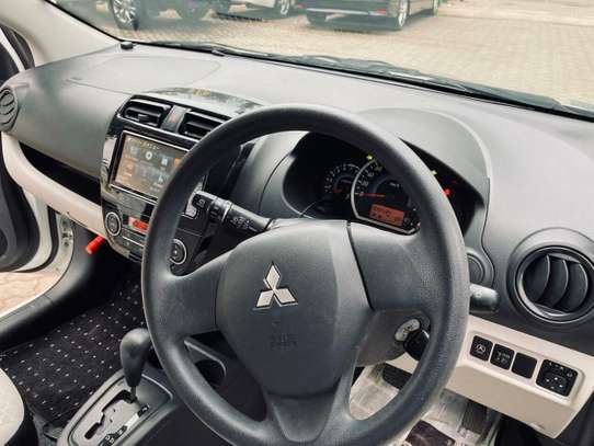 Mitsubishi Mirage image 7