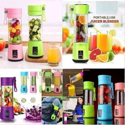 Rechargeable portable blender image 2