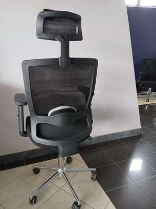 Semi orthopedic office chair image 2