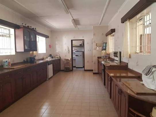 4 bedroom house for rent in Old Muthaiga image 4