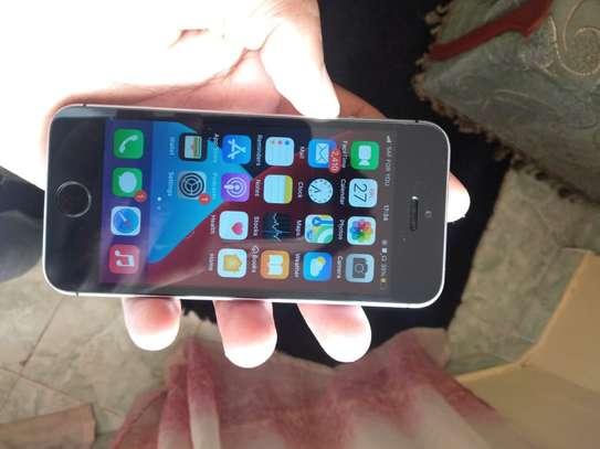 Iphone SE image 1