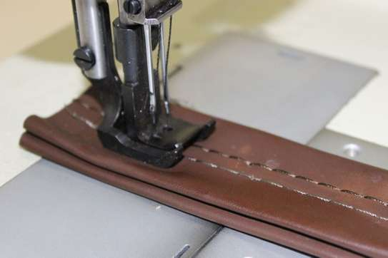 Industrial sewing machine image 3