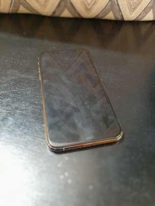 iPhone XS 64GB Gold image 3