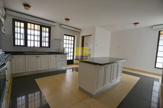4 bedroom house for rent in Rosslyn image 6