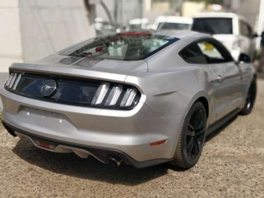 Ford Mustang image 9