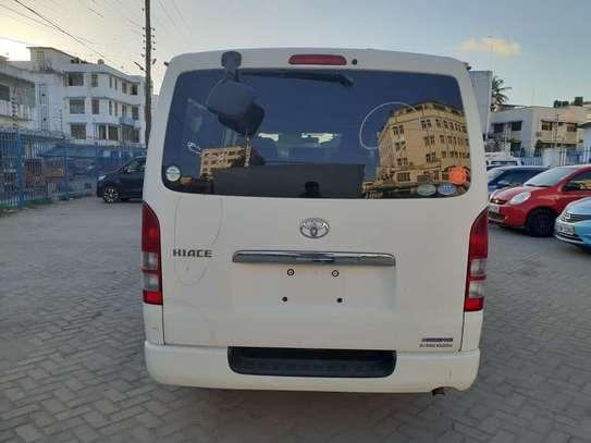 Toyota hiace image 15