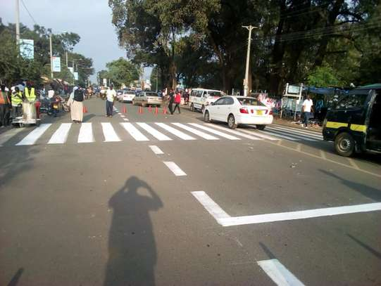 road marking paint image 2