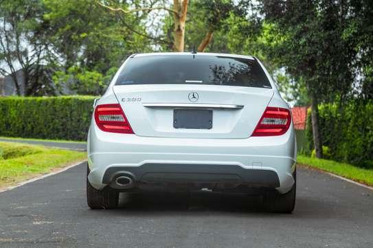 Mercedes-Benz C200 image 4