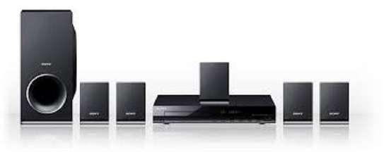 Sony DAV tz 140 hometheater on offer