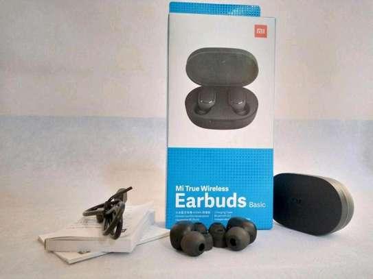 Mi true earbuds image 1