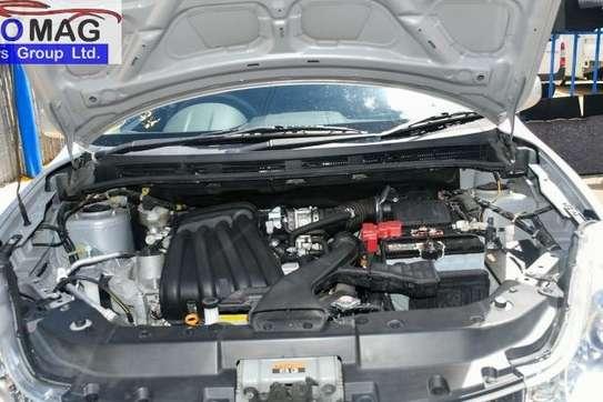 Nissan Wingroad image 8