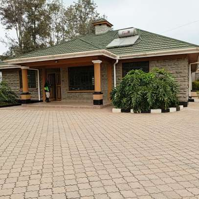 An OUTSTANDING 3 BEDROOMS BUNGALOW image 7