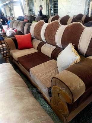 Classy Sofas Box Design image 1