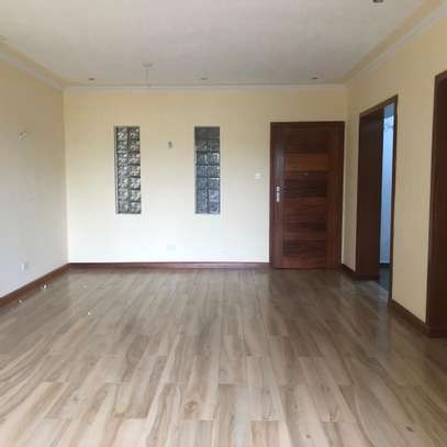 2 bed Apartment to let image 2
