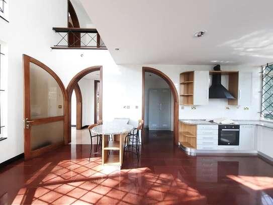 Runda - House image 10
