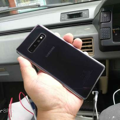 Samsung S10 plus image 2
