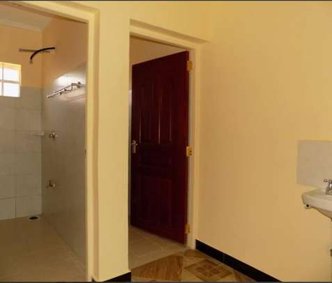 SPACIOUS 2 BEDROOM AT DONHOLM image 3