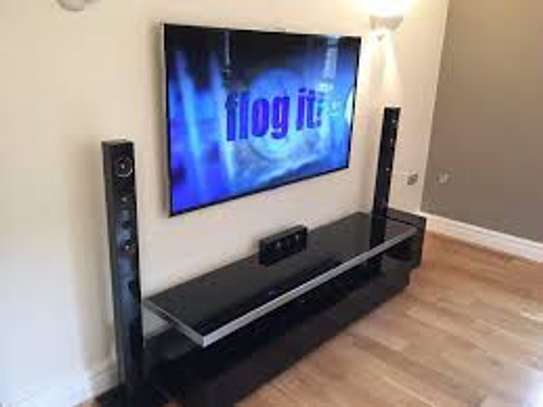 classy tv wall mounting services image 1
