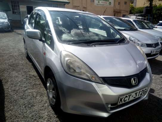 Very clean and well maintained 2011 Honda fit for sale for Kshs.630,000/- only image 1