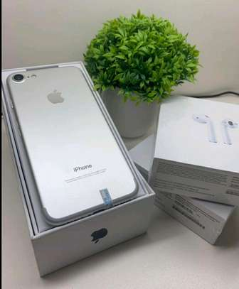 Apple Iphone 7 / 256 Gigabytes / Silver And Wireless Airpods image 1